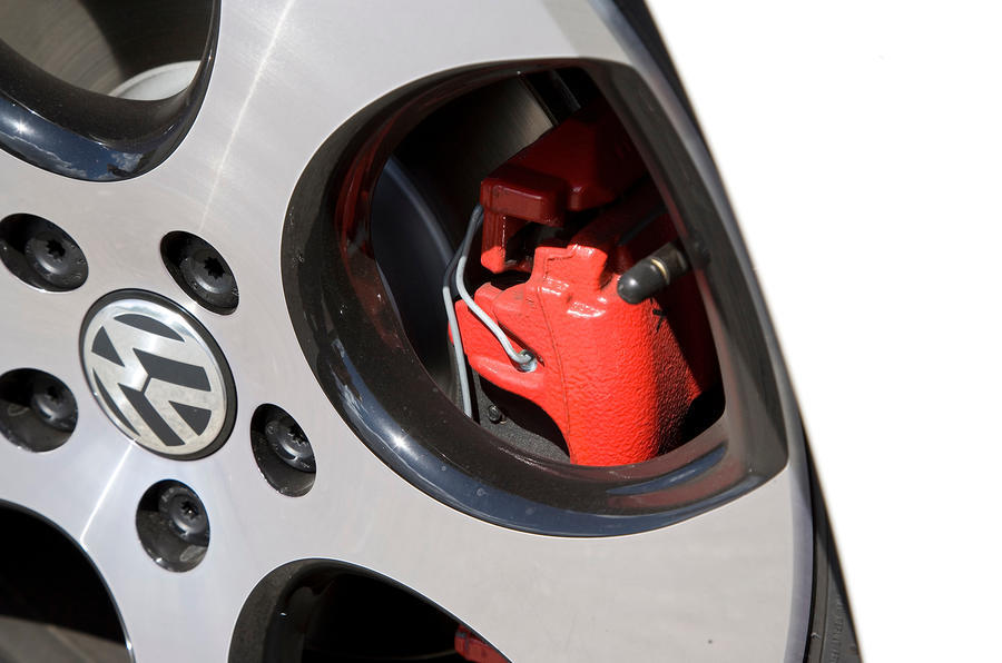 Volkswagen Golf GTI rad brake calipers
