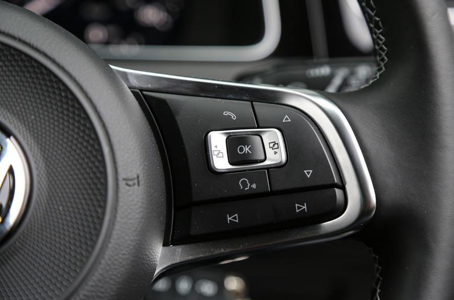 Volkswagen Golf steering wheel controls