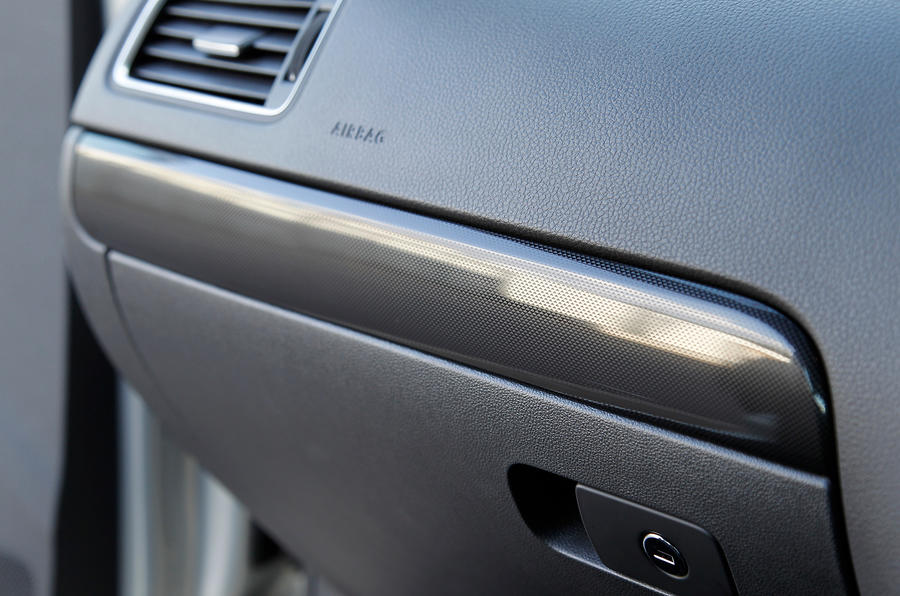 Volkswagen Jetta glovebox