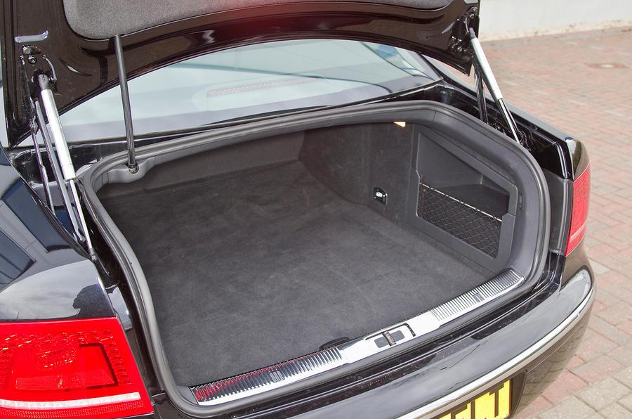 Volkswagen Phaeton boot space