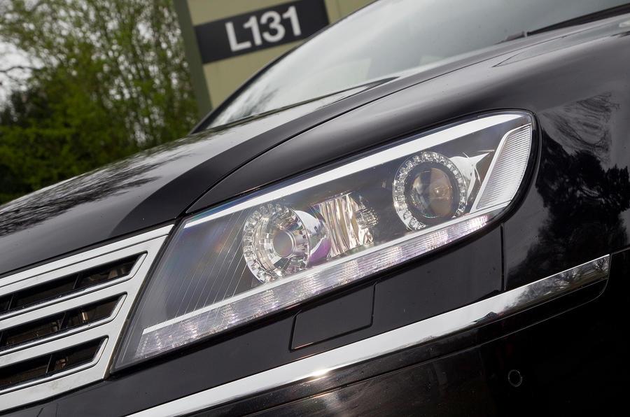 Volkswagen Phaeton bi-xenon headlights