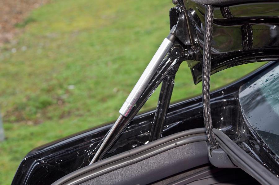 Volkswagen Phaeton hydraulic boot struts