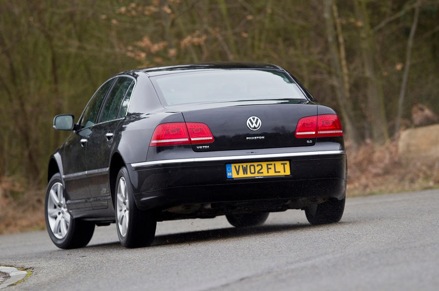 Volkswagen Phaeton rear cornering