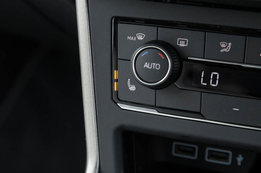 Volkswagen Polo heated seats control
