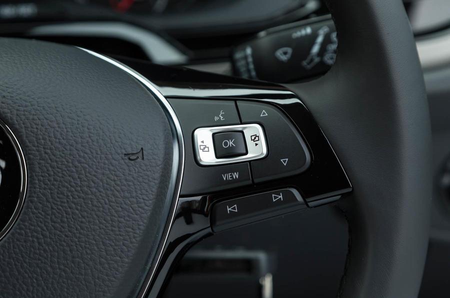 Volkswagen Polo steering wheel controls