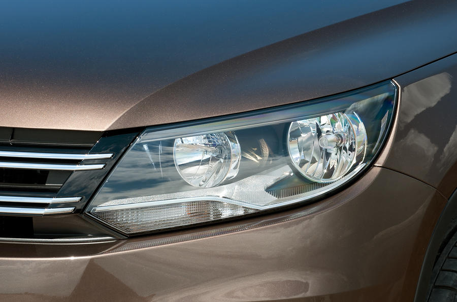 Volkswagen Tiguan headlight
