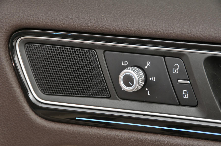 Volkswagen Touareg door card controls
