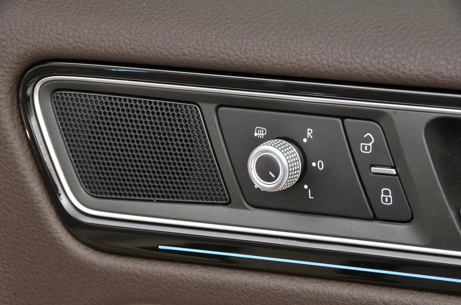 Volkswagen Touareg door card controls