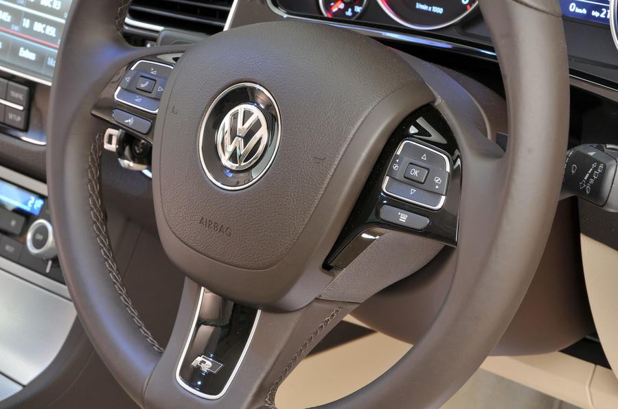 Volkswagen Touareg steering wheel controls
