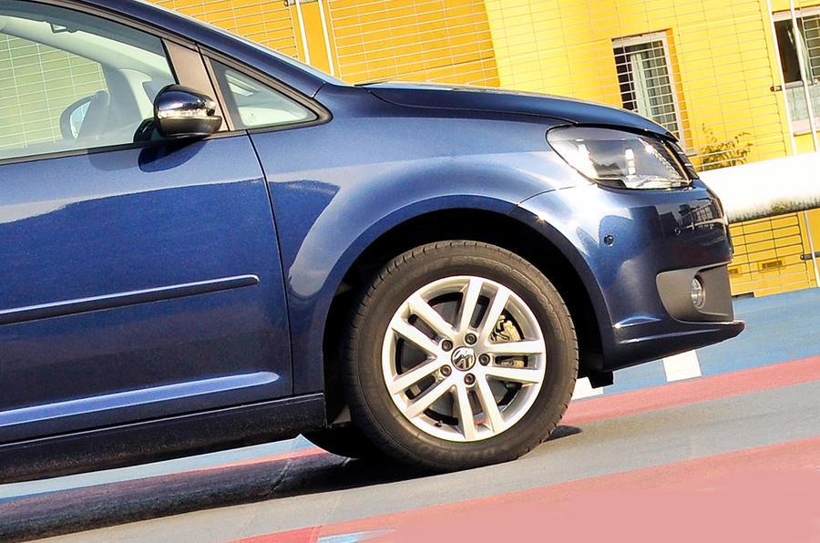 Volkswagen Touran front end