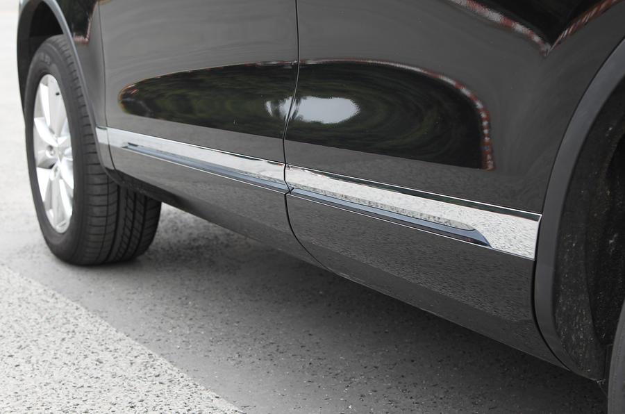 Volkswagen Touareg alloy trim plate