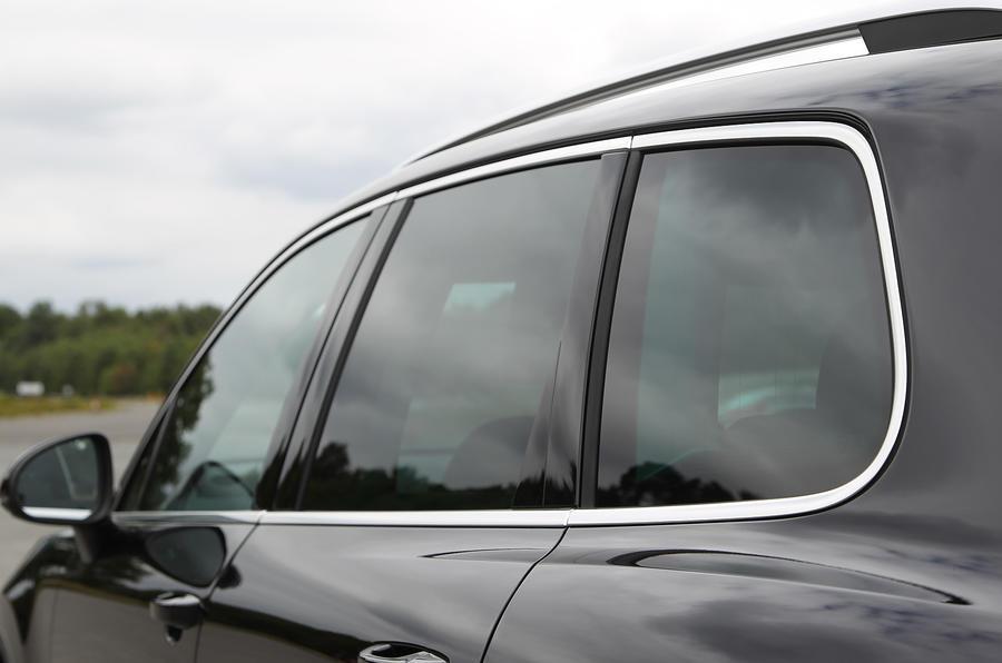 Volkswagen Touareg rear windows