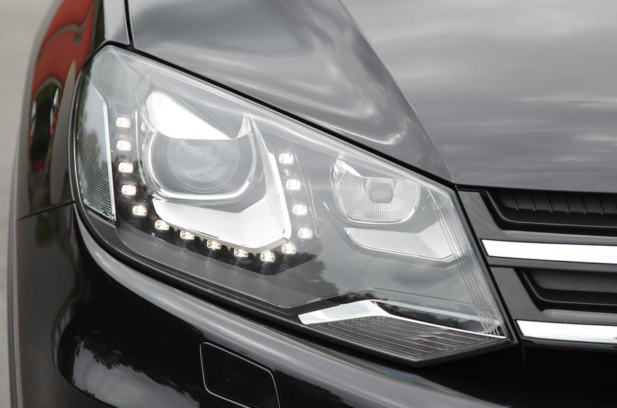 Volkswagen Touareg headlight