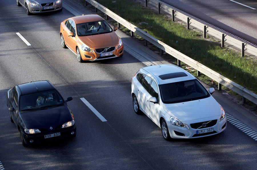 Volvo to launch 'world's first large-scale self-driving car test