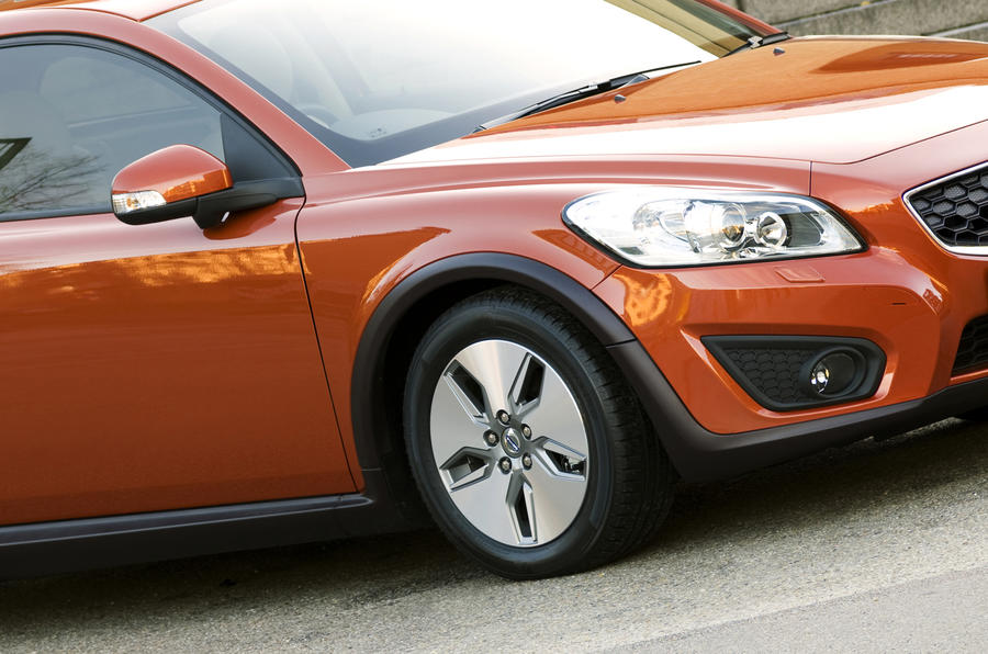 Volvo C30 front wing