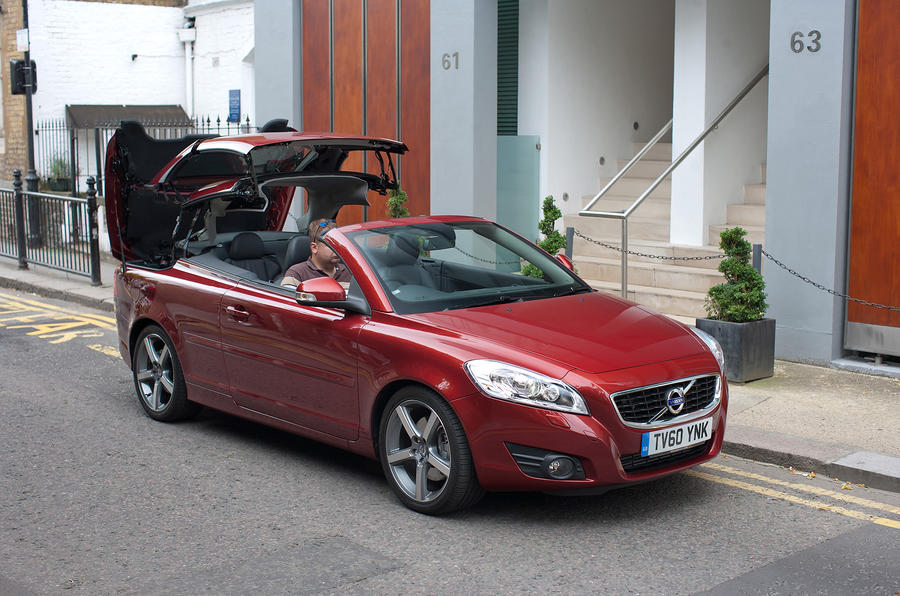 Volvo C70 roof folding down