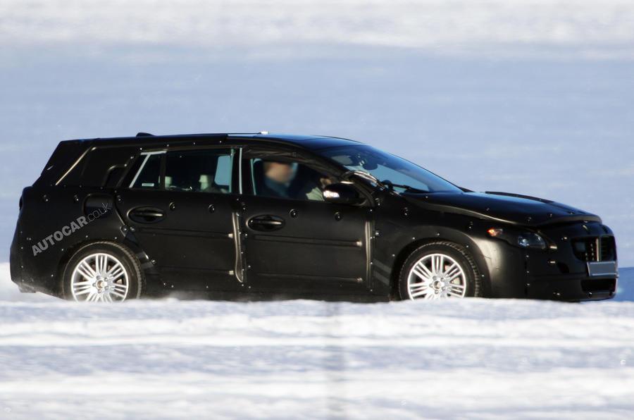 Volvo V60: first pics