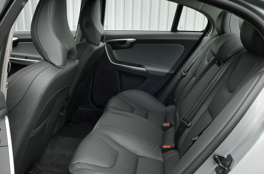 Volvo S60 T6 Geartronic rear seats
