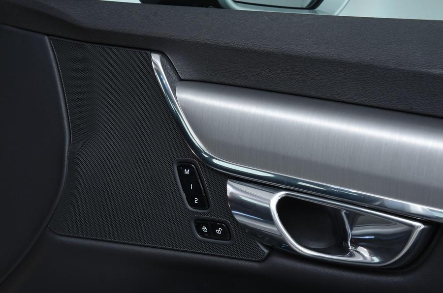 Volvo S90 electric seat controls