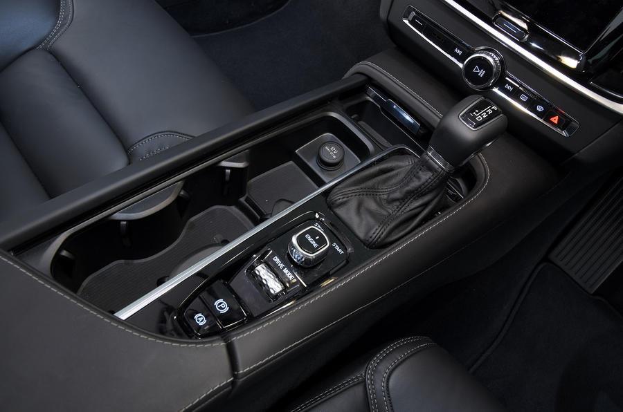 Volvo S90 transmission tunnel