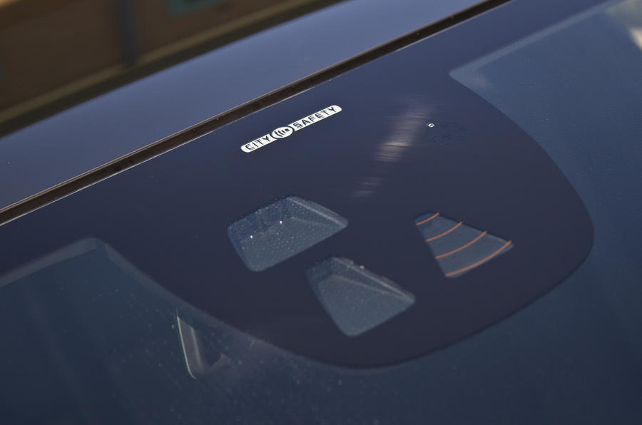 Volvo V40 driving assistance sensors