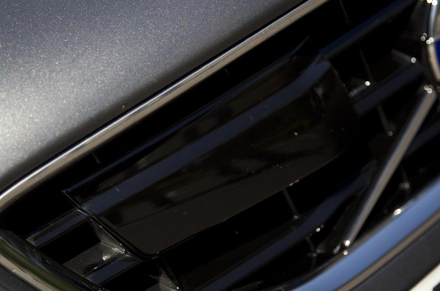 Volvo V40 black front grille