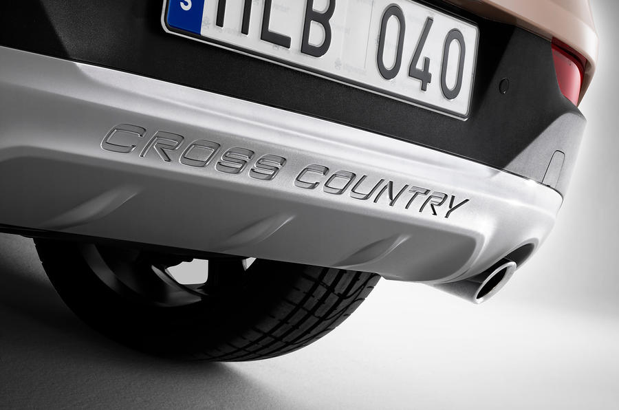 Volvo V40 Cross Country rear protection