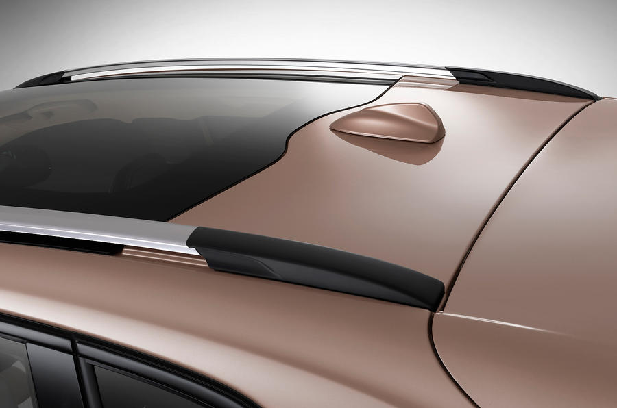 Volvo V40 Cross Country panoramic sunroof