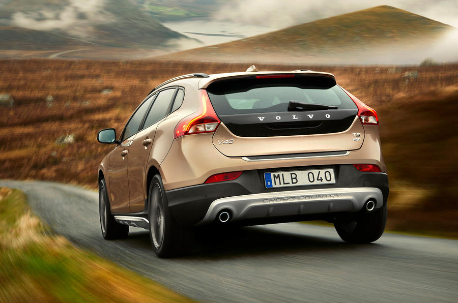 Volvo V40 Cross Country rear cornering