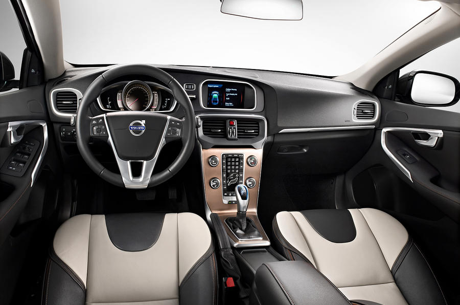 Volvo V40 Cross Country dashboard