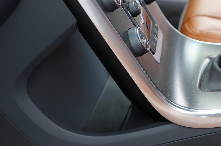 Volvo V60 floating centre console