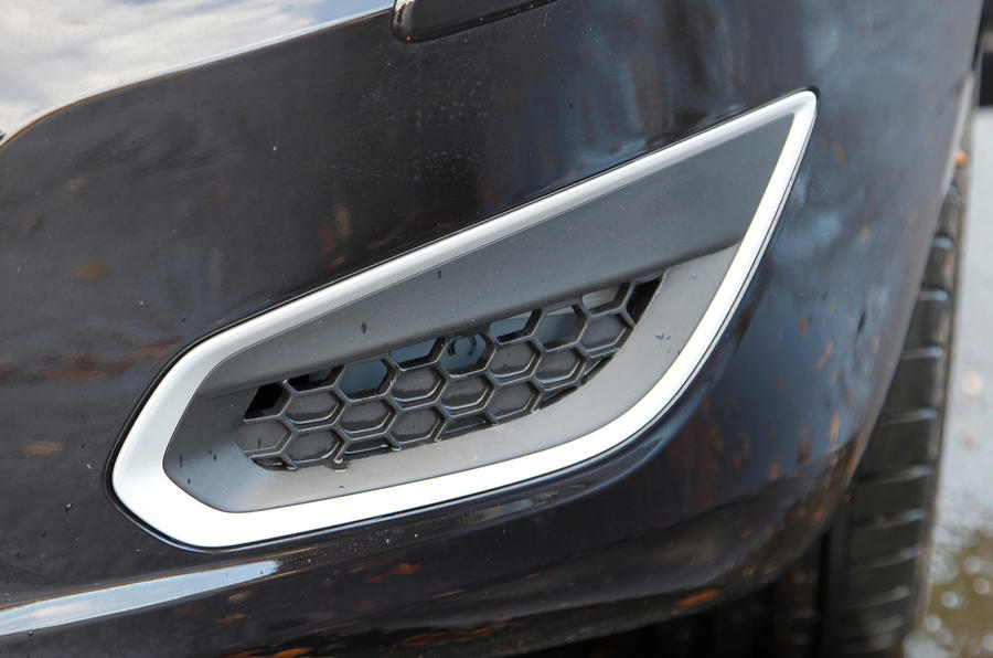 Volvo V60 air intakes