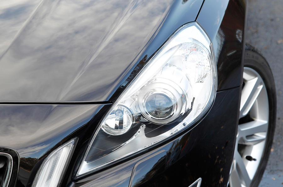 Volvo V60 headlights
