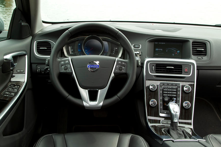 Volvo V60 D6 dashboard