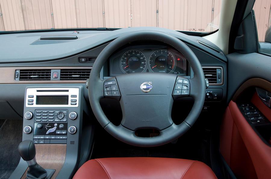 Volvo V70 dashboard