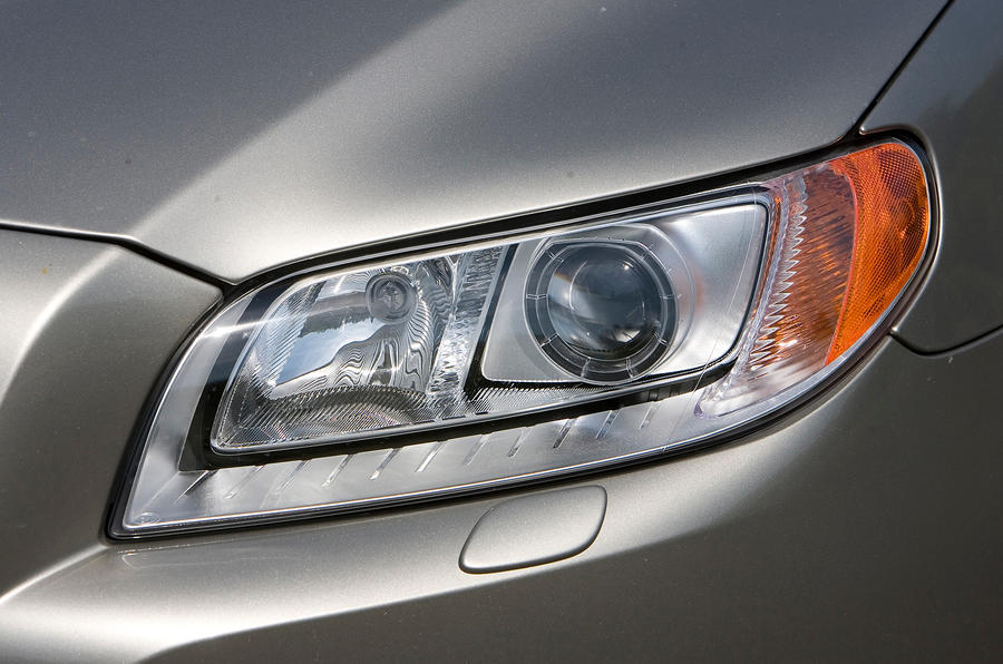 Volvo V70 bi-xenon headlight