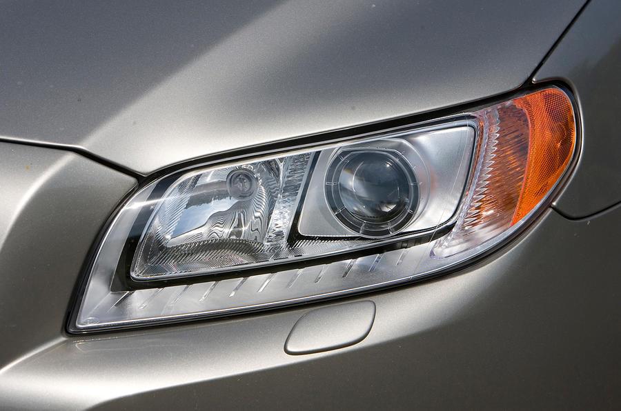 Volvo V70 bi-xenon headlight