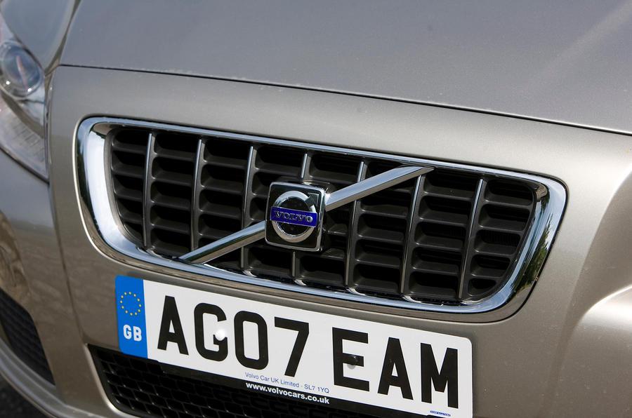 Volvo V70 front grille