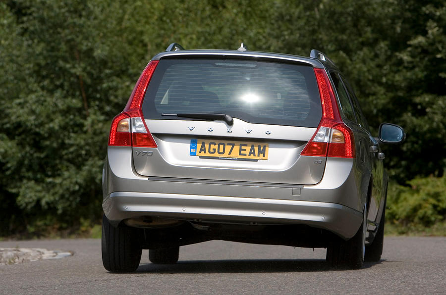 Volvo V70 rear cornering