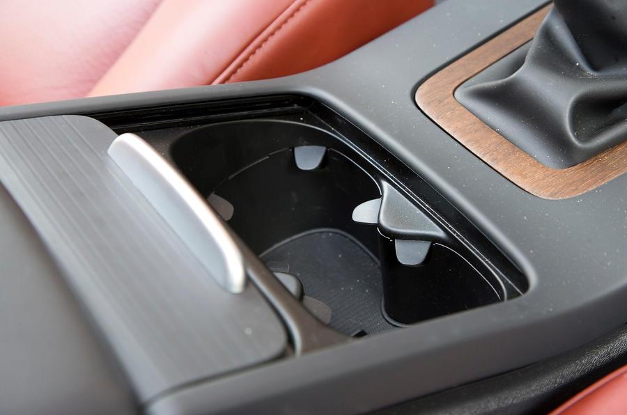 Volvo V70 cupholders
