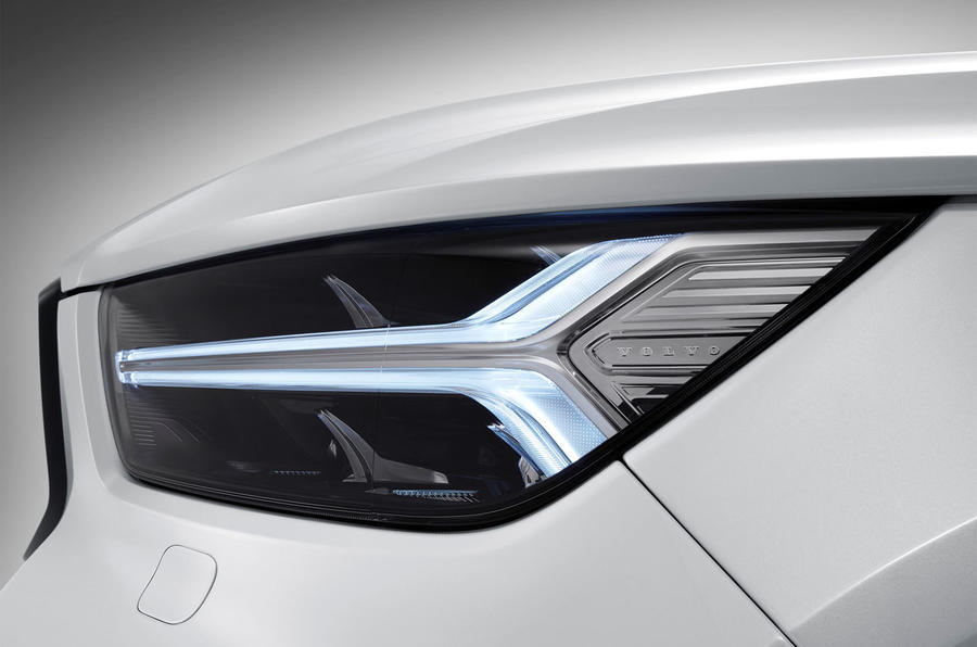 Volvo XC40 LED headlights