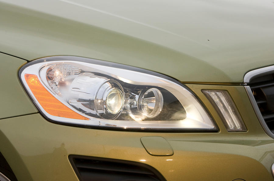Volvo XC60 xenon headlights