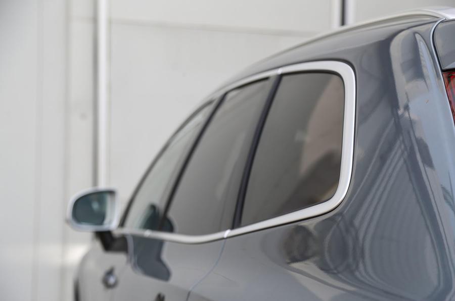 Volvo XC60 square roofline