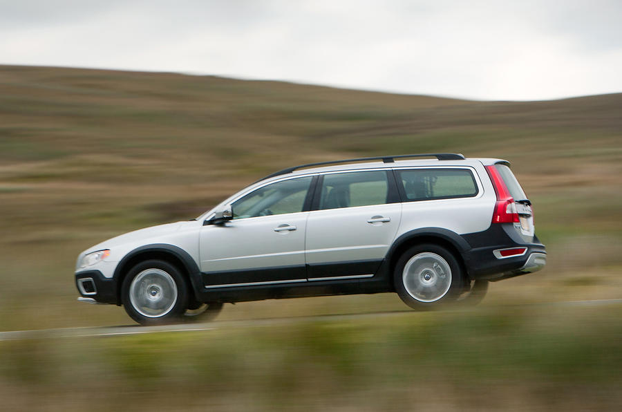 Volvo XC70 side profile