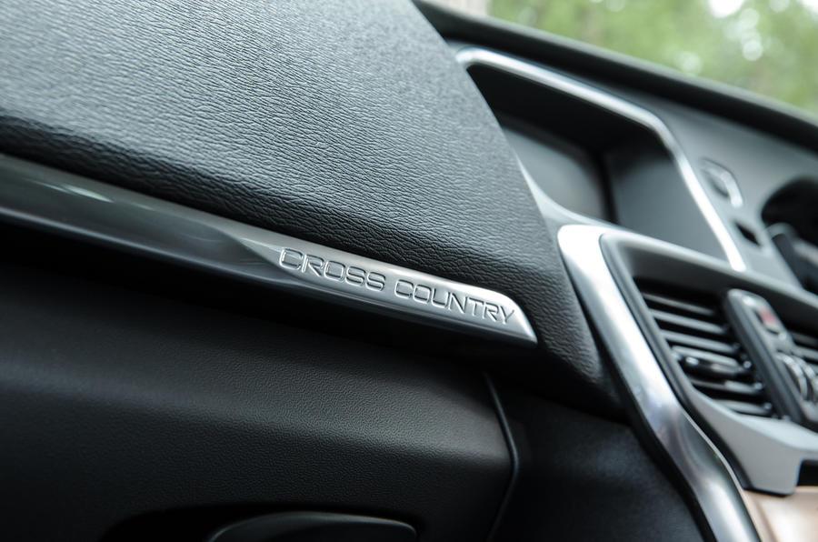 Volvo V40 Cross Country badging