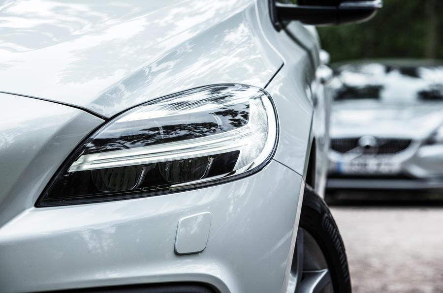 Volvo V40 Cross Country headlights