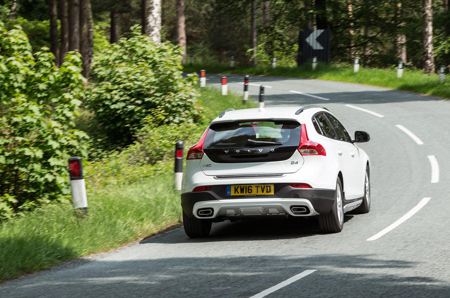 Volvo V40 Cross Country rear cornering