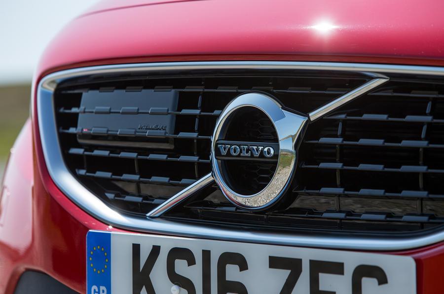 Volvo V40 front grille