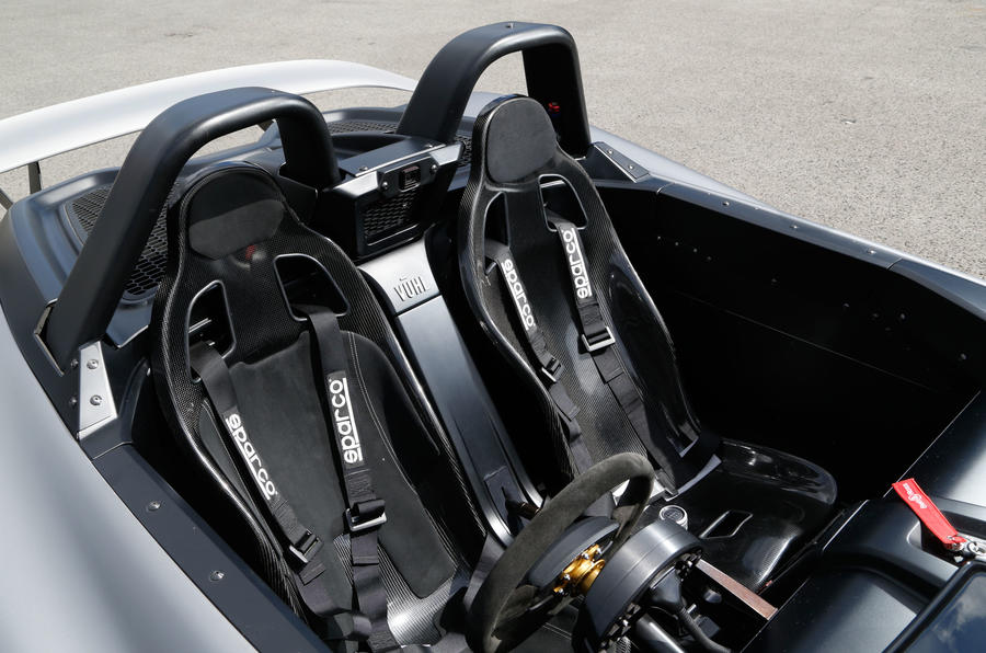 Vuhl 05 racing harnessed seats