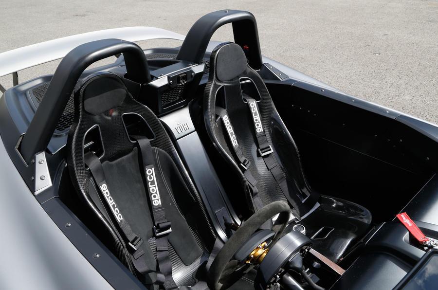 Vuhl 05 racing harnessed seats